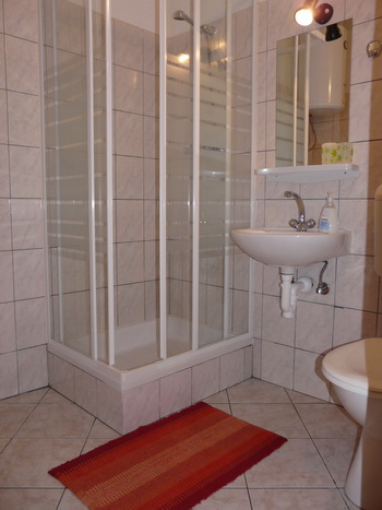 Design Ideas For A Small Bathroom. Another small bathroom design,